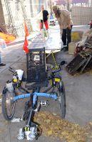 """Дейвид Бранденбергер паркира триколката си в задния двор на хотел """"Родопи"""""""